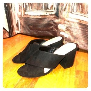 Apt 9 slip on chunky heel open toe black sandals!